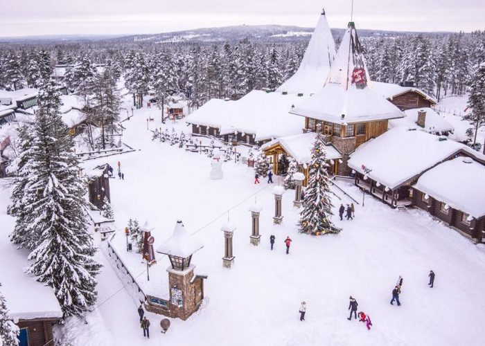 32-santa-claus-village-and-arctic-circle-line-900x537.jpg