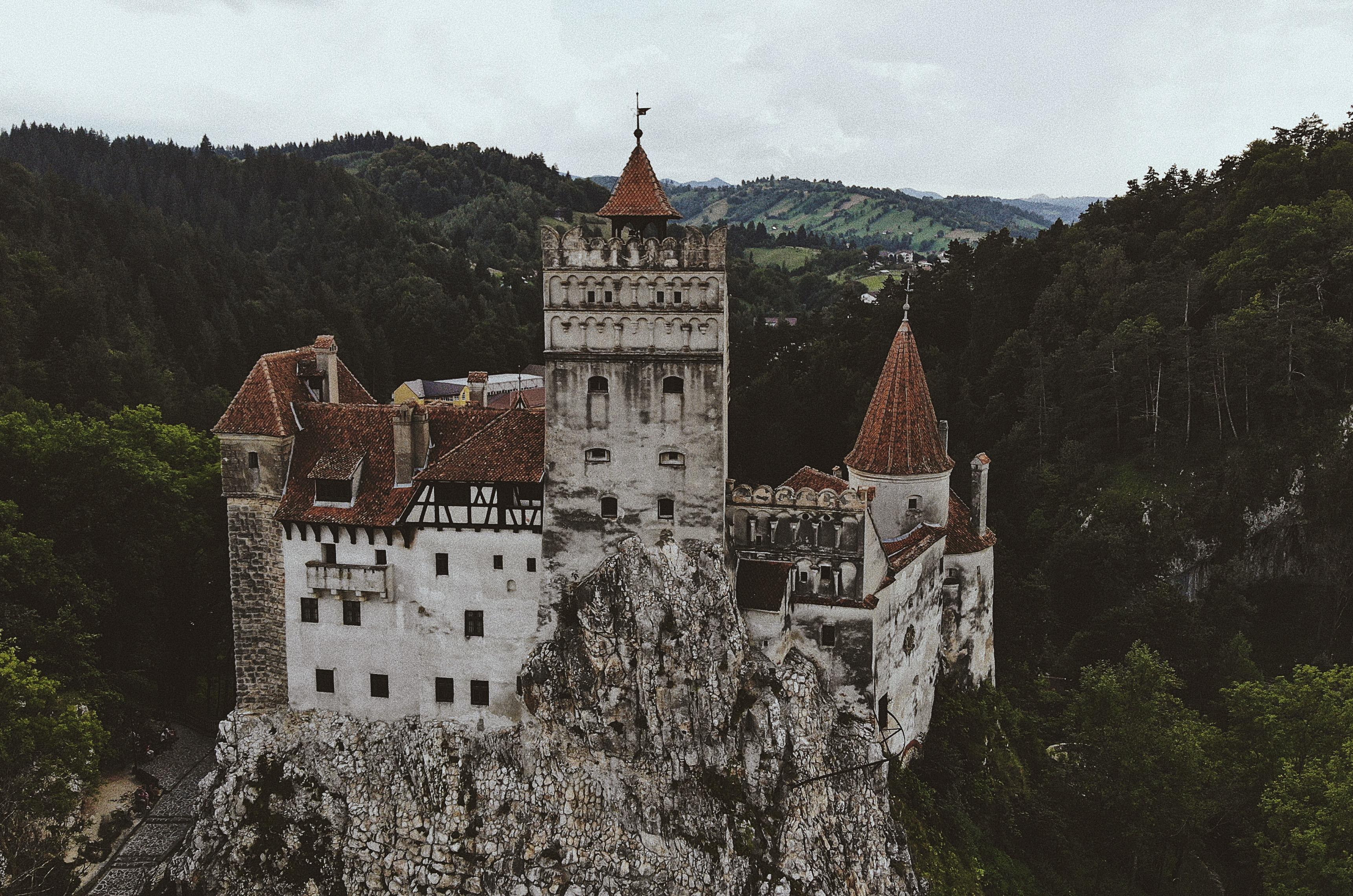 Замок графа дракулы в румынии фото